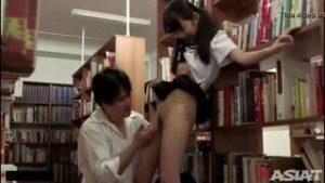 【JK図書室】ツインテールのセーラー服JKが図書室でオナニーしてるもんだから男子が寄ってきてパコられちゃいました