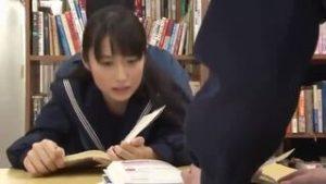 【JK図書室】とある女子校の図書室でセーラー服JKたちが真面目に勉強してるとマスクをした男が現れて当たり前のようにセックスし始めたけどこれ透明人間なのか