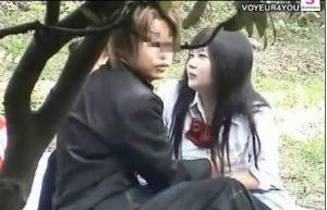 【JK野外】JKの彼女と彼氏男子が野外でエッチしちゃってる♪正座してフェラなんかしてるけど無駄に礼儀正しい!?